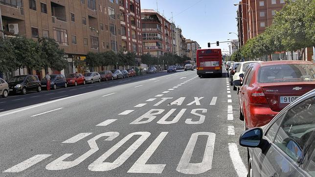 El carril bus dispara las multas de tráfico en Granada