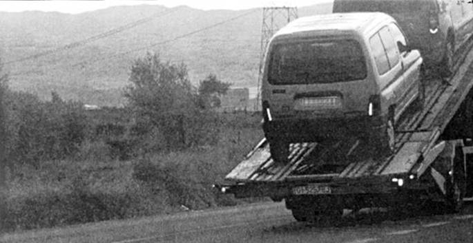 La increíble multa de velocidad de un coche remolcado por una grúa