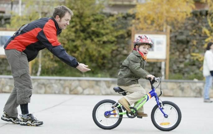 Las multas y obligatoriedad sin excepciones del uso del casco en menores