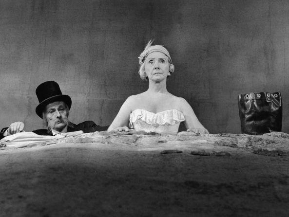 "Oh les beaux jours"" de Samuel Beckett avec Madeleine Renaud et ..."