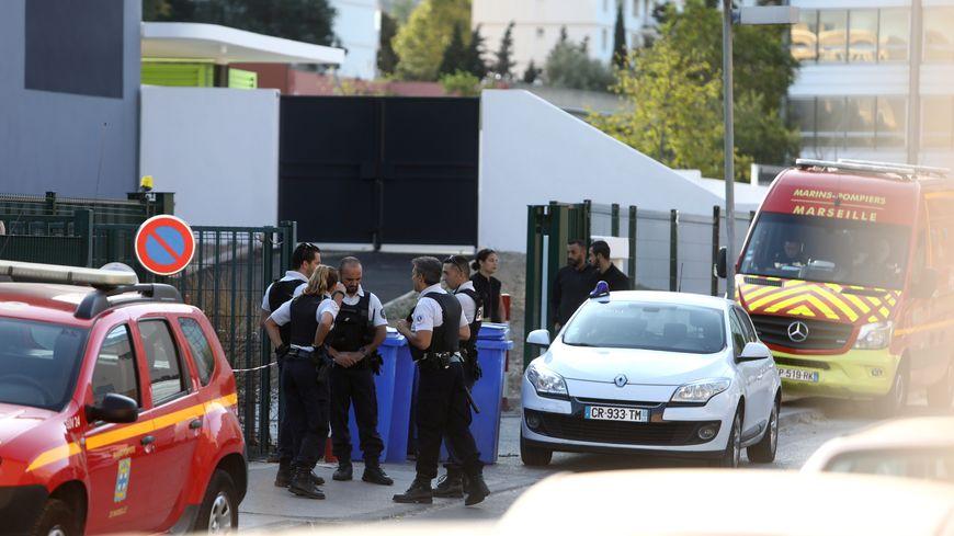 Le 6 septembre dernier, Sandra Reginensi, cantinière à l'école de La Pauline à Marseille, était victime d'une violente agression à l'arme blanche
