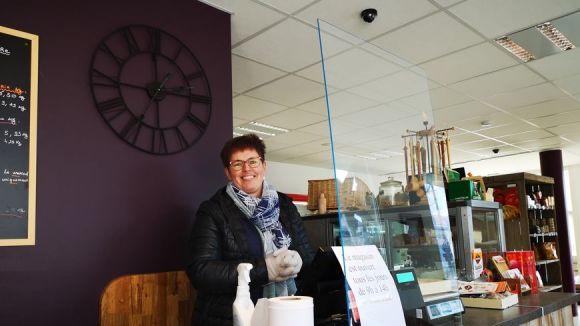 Anne-Cécile Jay dans son épicerie du Sappey-en-Chartreuse