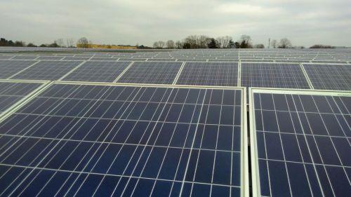 Les ouvriers concernés travaillent sur un chantier de panneaux photovoltaïques à Saint-Quentin-du-Dropt dans le Lot-et-Garonne (illustration)