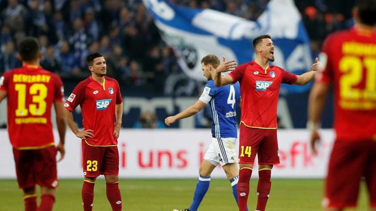 Hoffenheim empata com Schalke 04 e segura 4.º lugar