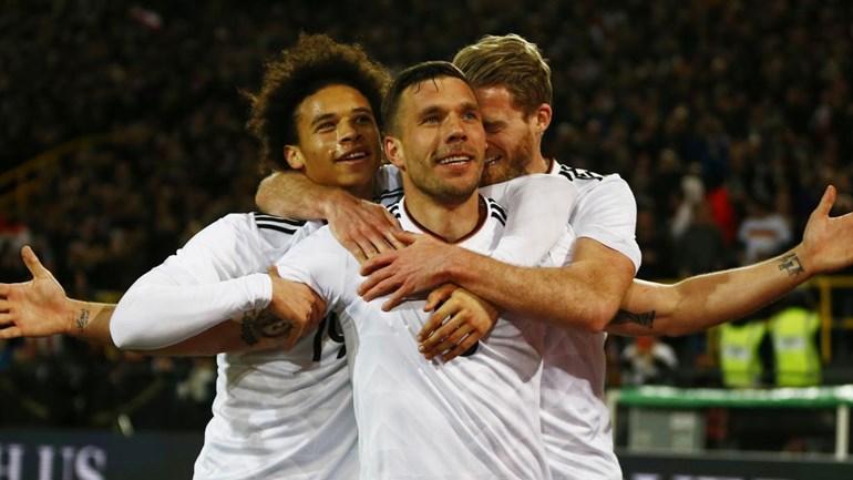 Podolski despede-se com vitória e um grande golo