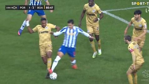 O lance do penálti que permitiu ao FC Porto chegar ao empate diante do Boavista