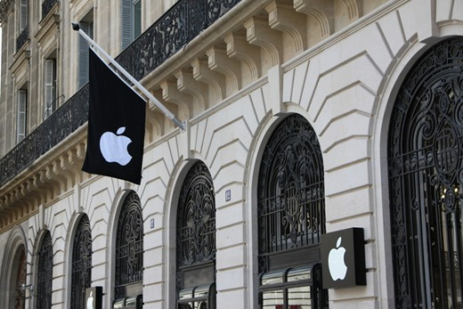 Apple Opens Paris Opera Store in the Most Romantic City of the World     Apple Opera Store  8