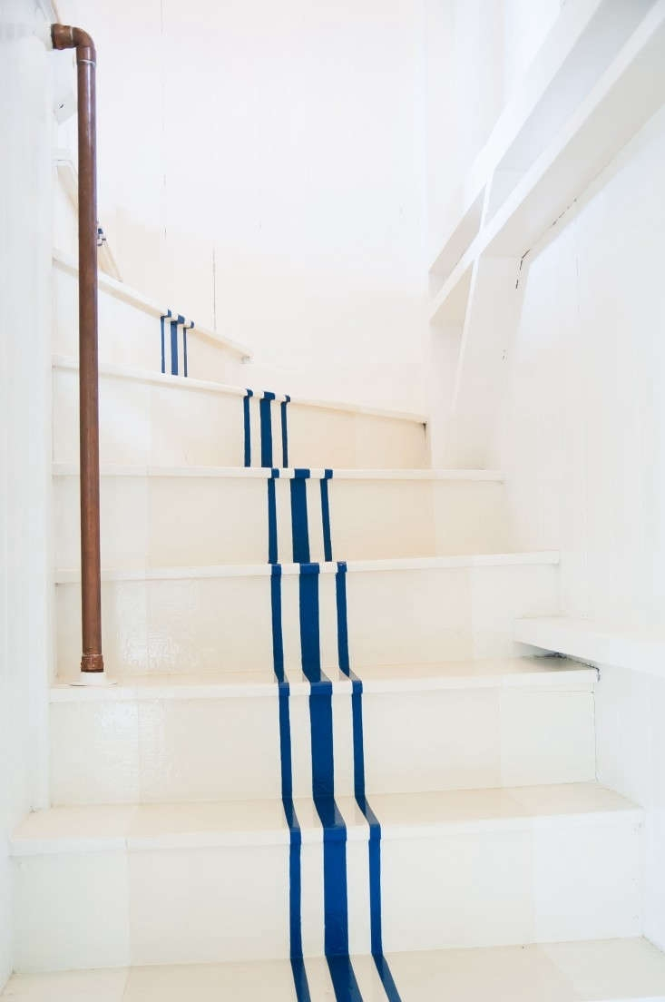 Remodeling 101 All About Stair Runners Remodelista | Thin Carpet For Stairs | Area Rug | Grey | Stair Runners | Flooring | Hallway