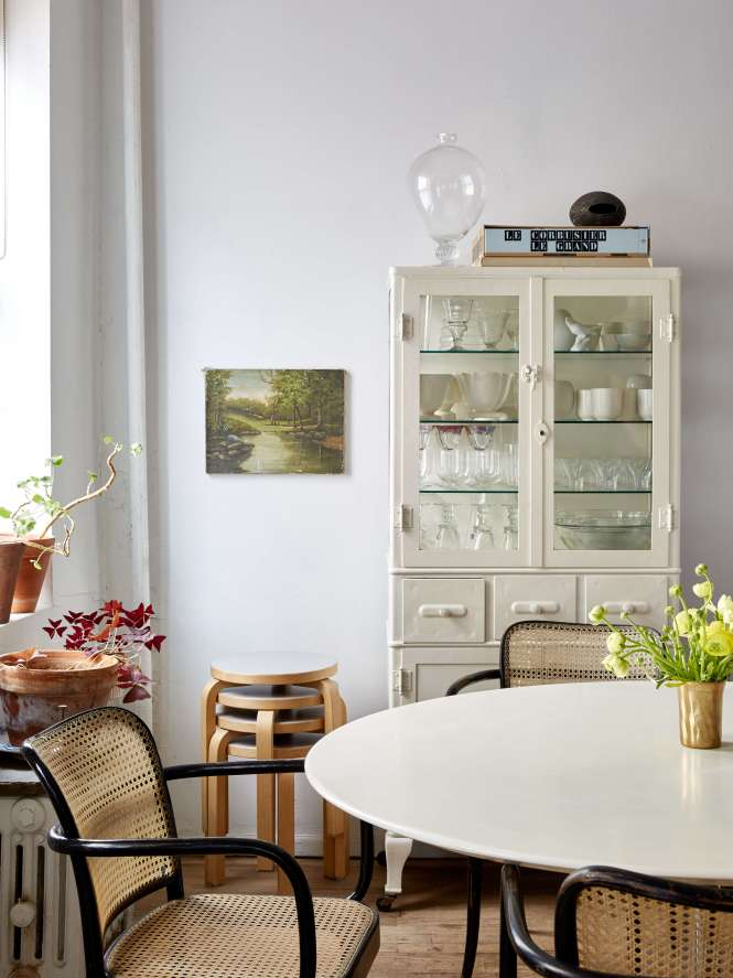 5 Use Art To Bring Life A Room