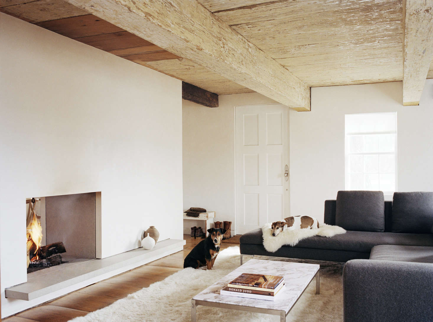 10 Examples Of Contemporary Minimalist Fireplaces From The