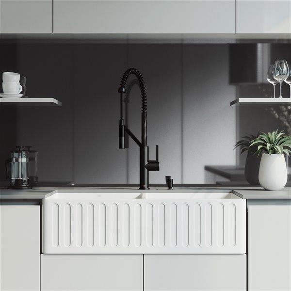 evier de cuisine double blanc mat de vigo robinet noir mat 41 po x 24 po
