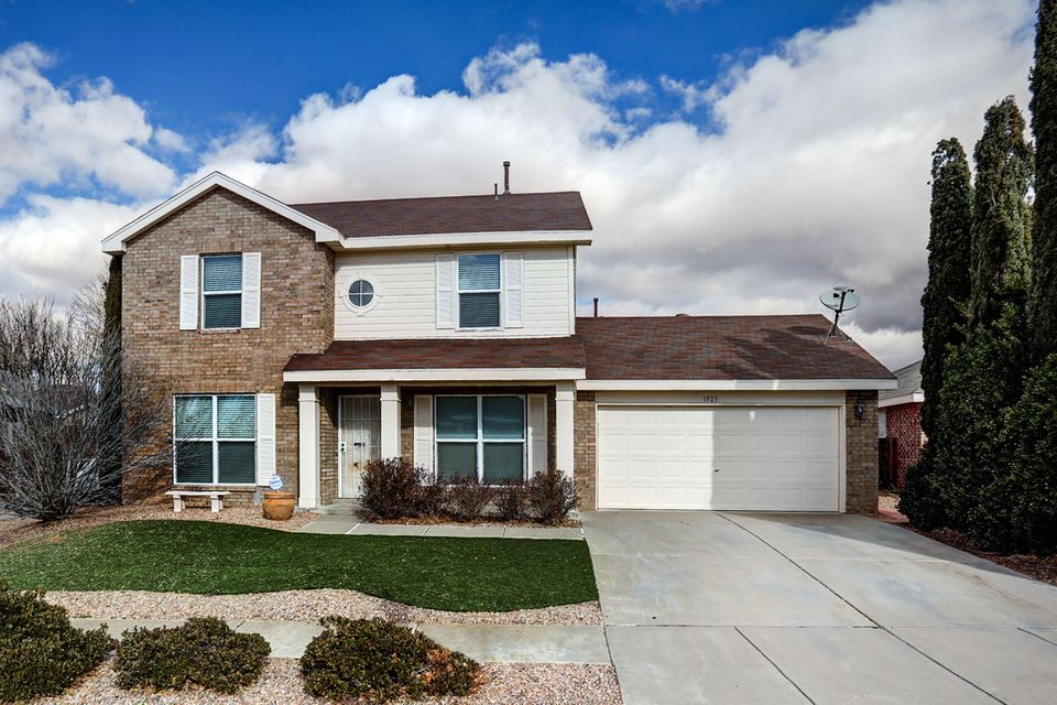 Come take a look at this beautiful SIVAGE WINDMERE MODEL.This home features at light and bright florplan, 4 bedroom 2.5 bath. Upgraded granite counter tops, stainless steal appliances, upgraded vynal windows, Pergo wood floors,and the landscape is immaculate! Come make this your Dream Home Today!!!