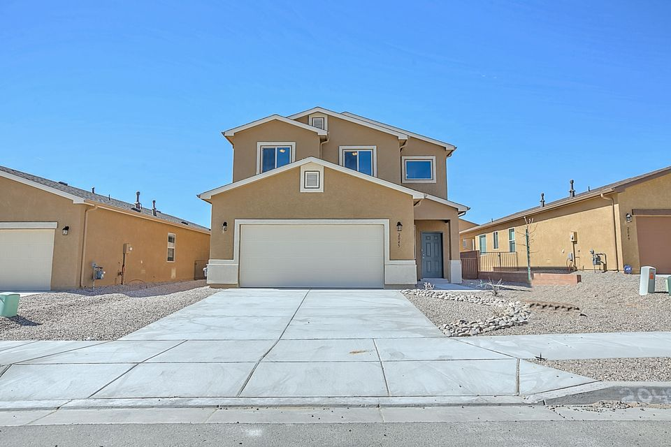 Newly completed DR Horton/Express Home in Rio Rancho's Solcito subdivision. This home is located minutes away from the Unser/Southern Intersection. Home features private downstairs master, granite kitchen island, soaring living room ceiling, and airy upstairs loft. A must see!