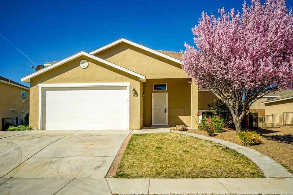 Open house Sunday (04/02) from 11am to 3pm. 5 bedrooms for under $200k! This 5 bed, 3 bath split level home in Los Lunas offers gracious living. Open living area with wood floors and entertainer's kitchen. Massive game room on the lower level with its own bar. 2 story deck and mature trees.