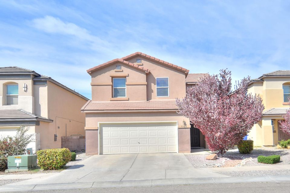Fantastic open floor plan with newer stainless steel appliances, newer quarry tile, new carpet,spectacular views of the balloon fiesta, near shopping and dinning.This property had 1 owner and  shows pride of ownership.Don't miss out this one!