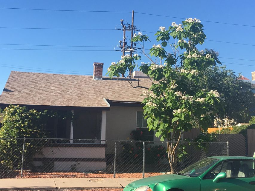 R-3 Zoning-- Build another unit or 2 Conveniently located to University, Hospitals, and DowntownCalling investors and first time home buyers :0This 2 bed 2 bath has lots of potential....