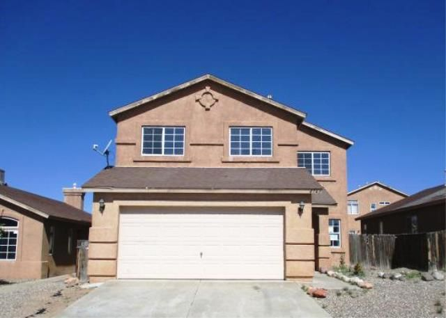 Stucco exterior, 2 level home offers 5 bedrooms, 2.5 bathrooms, enclosed backyard and a fireplace. Place your bid today!