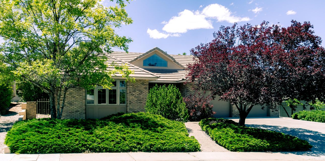 Comfortable and functional with just the right amount of elegance -- a ''newer'' Steve Maize home in mature, established Smiths Sandia Hills! Fresh paint and new carpet May 2017! Expertly built and wonderfully maintained. Formal living room with gas log fireplace and bay window, formal dining room with built-in buffet and storage, and sunny den which opens to patio. Large kitchen with gas cooktop, maple cabinets, glassblock, walk-in pantry and plenty of storage. Master suite with private 15-foot screened porch, walk-in closet and bath with separate tub and shower. Two additional bedrooms share an oversized 3/4 bath. Thermal windows + radiant heating. Huge covered patio overlooks lush, green backyard. Two car garage with extra storage. Great mid-city location!