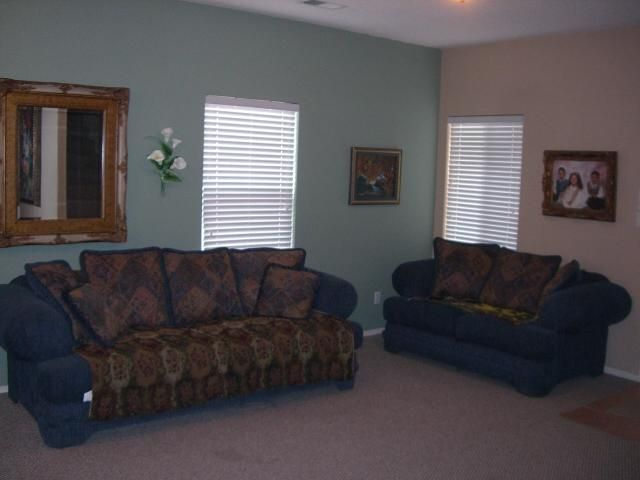 AWESOME CHECK OUT THE PRICE PER SQ. FT.$66.9 THIS IS NOT A MISTAKE.SUPER NICE HOME. THIS IS A Raylee home with 4 bedrooms, formal living/dining room, plus family room with fireplace. There is another living area upstairs. Kitchen has granite island and counter tops with huge pantry and breakfast nook. Ceramic tile floors in all wet areas, carpet in rest of home. Master has large bathroom with double sinks, separate shower and garden tub. Balcony off master, fourth bedroom is 20x20 and has full bathroom, can be used as second master. Ceiling fans, and most bedrooms have walk-in closets. Great Views,YOU WON'T BE DISAPPOINTED !!!