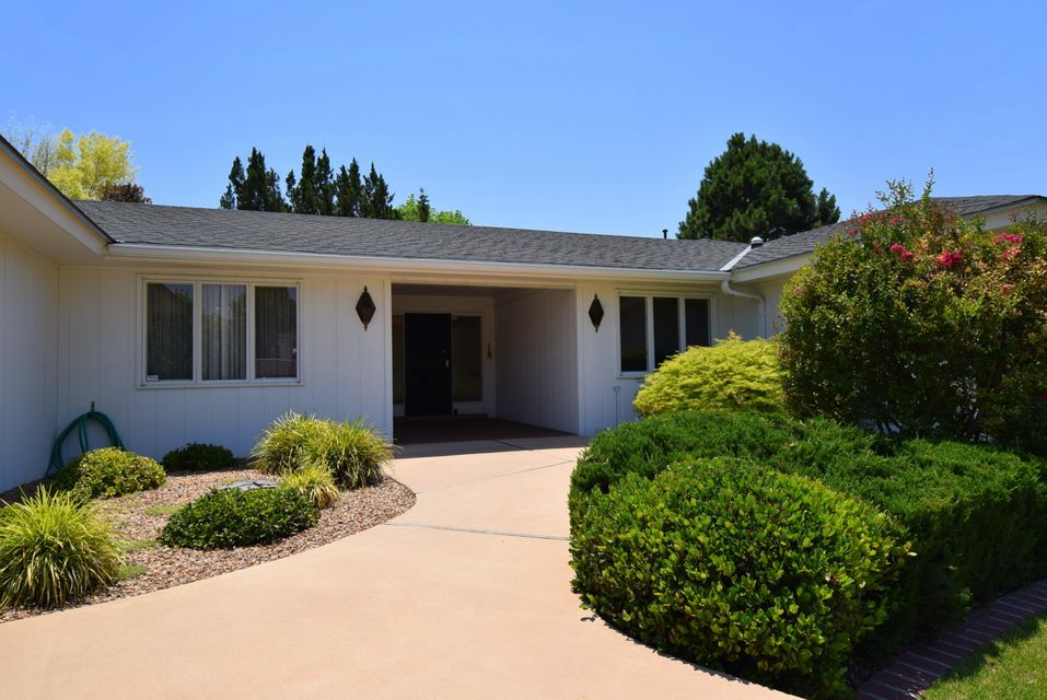 Really retro!!! Great floor plan, Front door entry faces the covered patio in the backyard. Entry is very welcoming. Extra large kitchen with eat in area, movable breakfast bar, or island. Laundry room is huge with tons of storage! This whole house has tons of storage everywhere. Beautiful Formal dining and Living rooms in the front of the home are very elegant.  Wonderful 16 x 23 den with brick, wood burning fireplace, really fun closet wet bar in corner,recessed lighting and built in bookcases. Master bedroom is separate from the other 3 bedrooms and has cool master bath. Great home for entertaining large groups. Home is built on a pier and beam foundation. Great for changing lighting or plumbing and easy on the legs and knees of the owners. This is a great home in a great area!!