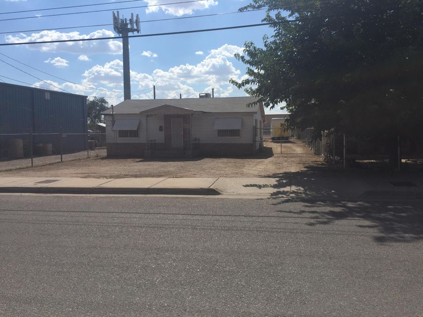 Home is a fixer upper with lots of room and land  for storage. In great location and a great property for a construction or trade business. 35ft by 12ft Workshop area attached to the property. Lots of potential!