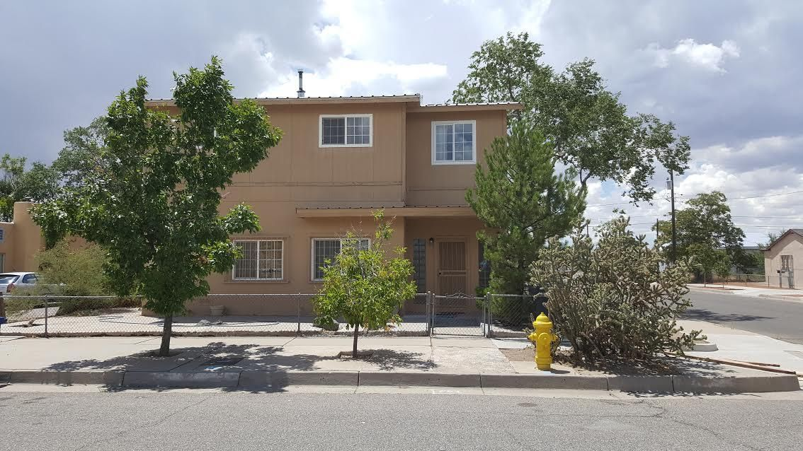Great location!  Quick access to downtown/Old Town areas and freeways.  Home is located on two lots with backyard access for  RV parking.  Top floor was built in 1999 and has permits.  Aluminum roof installed in 2013. New carpet (2017), new evaporative unit (Aug 2017) Must see!