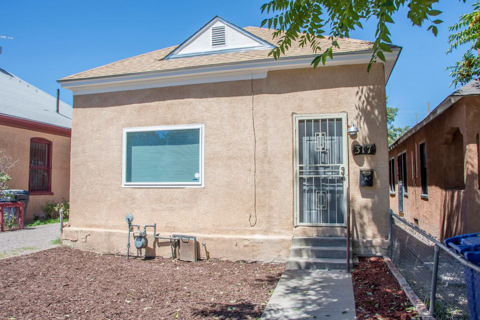 Fully remodeled 2 bedroom, 1 bath home is located in downtown Albuquerque! NEW tile, carpet, lights, doors, blinds, STAINLESS STEEL appliances and high end GRANITE gives this home an out of a magazine feel!! Brand NEW automatic gate in back for backyard access, plus a NEW SWAMP COOLER! Come check out this modern remodel TODAY!!!