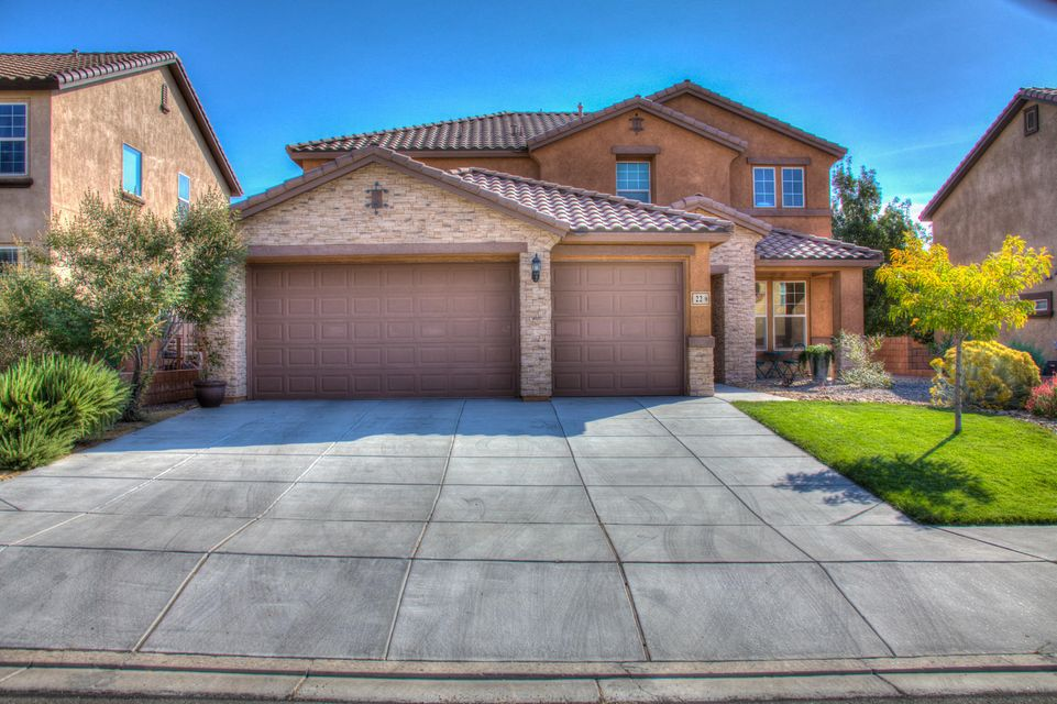 Stunning Pulte in desirable Loma Colorado. Enjoy this open light and bright 5 bedroom 3.5 bath home. Large open family room. Up stairs enjoy 4 bedrooms 2 full baths plus extra large bonus family room perfect for extended families.Master suite is large with large walk in closet. Awesome kitchen with built in island. Granite counter tops. Fully landscaped back yard. Don't miss this truly beautiful home.