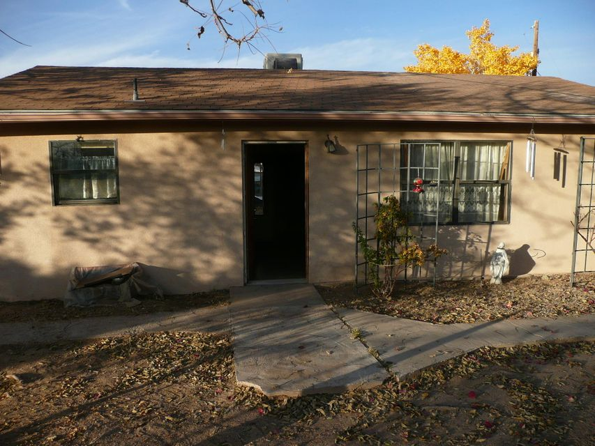 Great little starter home, just needs some TLC. This property is literally  minutes away from I-25, close to restaurants, entertainment etc. Sits on a corner lot with plenty of space. Schedule an appointment today to see this little gem!