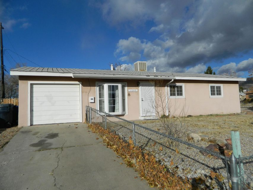 Great Family Home on a Corner Lot ~ Close to Schools and Shopping! Brand new Evap Cooler installed, ready for summer!