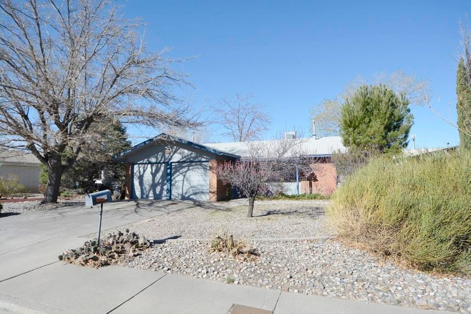 THIS ROBERSON HOME IS CONVENIENTLY LOCATED,WITHIN WALKING DISTANCE TO SHOPPING AND IS READY FOR NEW HOME OWNER(S). 2 LIVING AREAS, COVERED PATIO, FIRE PIT, (NO CARPET).SKYLIGHTS, CEILING FANS, OPEN FLOOR PLAN. DON'T WAIT.