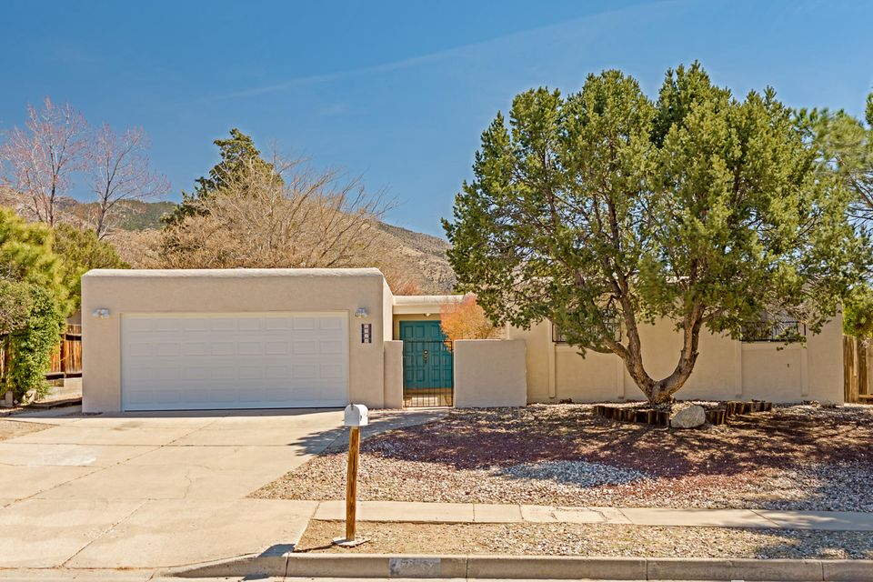 Be the lucky buyer who gets this one! Lots of updates have been done on this wonderful and spacious home including a brand new furnace, new garage door, new laminate flooring, full two-tone paint throughout and much more! Two brand new ceiling fans in the living room and another brand new ceiling fan in the master. New stucco on parapets,full exterior paint, new paint on front door, door to garage, and patio posts.Fantastic location!