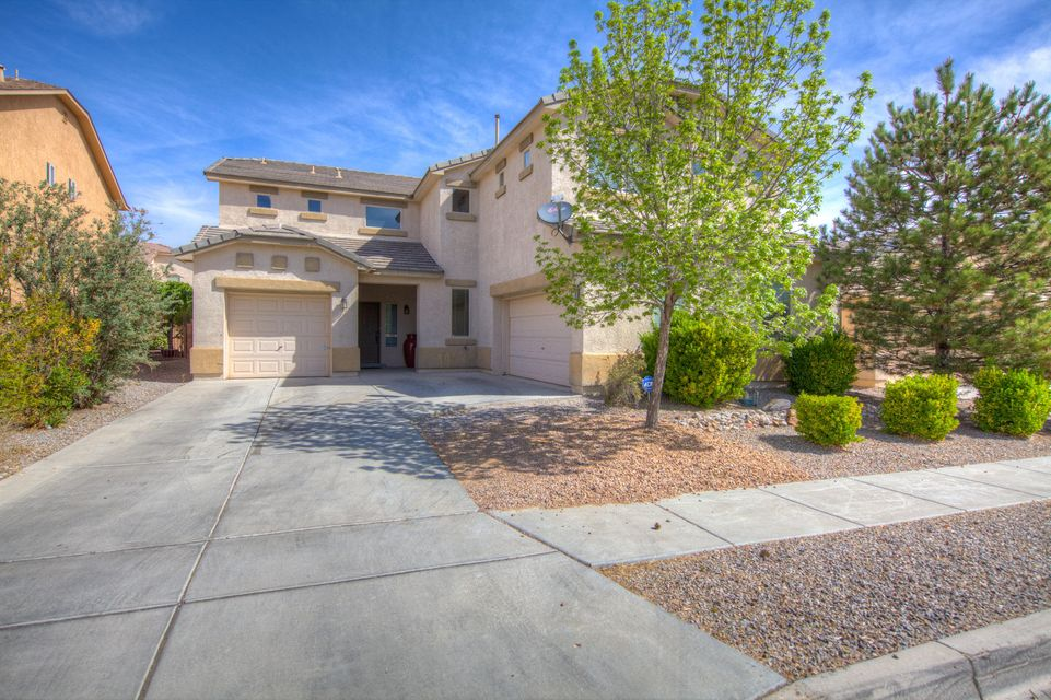 AMAZING PRICE located in Ventana Highlands Subdivision*Space Abounds inside and out in this DR HORTON beauty and popular model! 2 living areas plus Formal Dining/Nook & Study downstairs! Iron spindle staircase, LOFT w/built in entertainment center, 3 spacious bedrooms, Master Retreat has its own living room or sitting area w/ fireplace& cultured stone surround! Balcony w/views! Great open floor plan, 3 car garage, Tile roof,2 gas fireplaces, Corian Counter tops, Bar in Kitchen, lots of cabinetry,Master has separate shower & jetted tub, all rooms have walk-in closets.STAINLESS STEEL APPLIANCES (built in microwave) Kitchen Island, nice sized backyard. THIS HOME IS A PRE-FORECLOSURE, BANK WOULD LIKE TO SEE AN OFFER!Located in a master planned community.