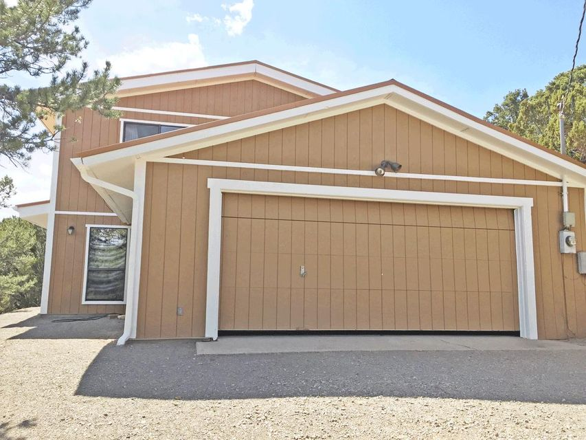 Awesome custom home on a very private lot with gorgeous valley view. New appliances, carpet, interior and exterior paint. New metal roof with 40 year material guarantee. This is a fantastic open area with a lot of space. Rustic wood beams and natural wood trim.