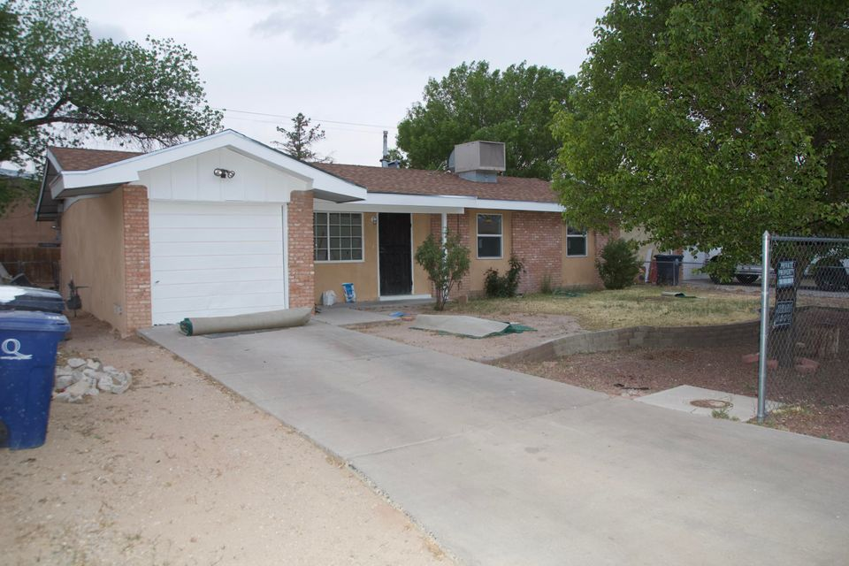 Fixer upper in Valley gardens, this is a project that needs the right owner to come in and finish it up! new roof that comes with a transferable warranty! new windows! come in and make an offer!