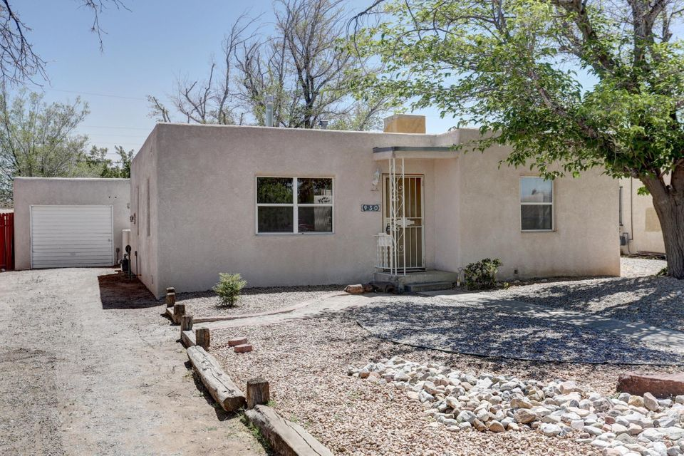Come take at this remodled 2 bedroom 1 bath. New cabinets,tile,paint,refinished wood floors,bathroom,tankless water heater,new electrical,newer windows and much more.Make this your dream home!!!!
