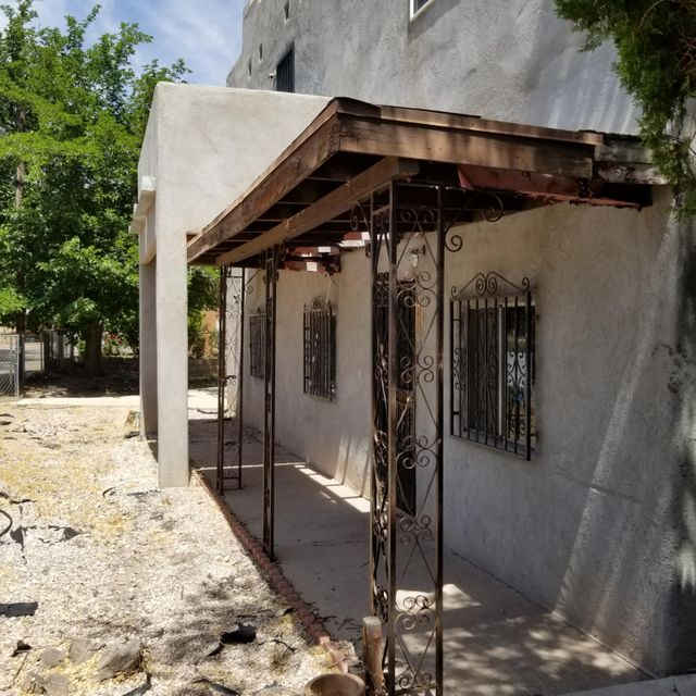 Bring your tool box and Ideas. Great North Valley location. C-1 Zoning. There is a 581 sqft in law quarters included in the sqt. '' Seller will not complete any repairs to the subject property, either lender or buyer requested. The property is sold in AS IS condition''