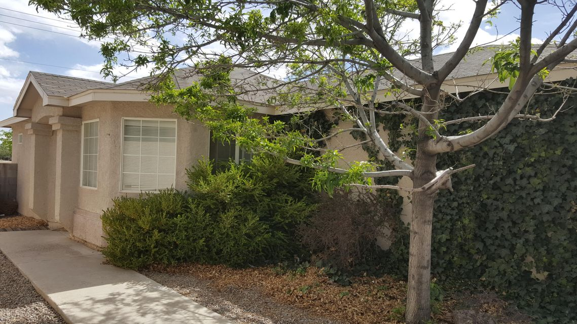 Single Story Home. Located in a Gated Community Near Shopping, Schools and Business.