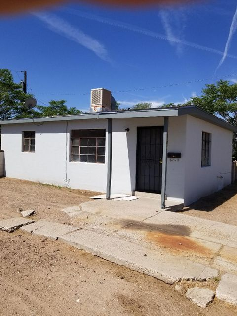 Nice starter home. Big backyard with a storage shed and back yard access. New carpet and laminate wood flooring and evaporated cooler. there is no seller disclosure seller has never occupied property