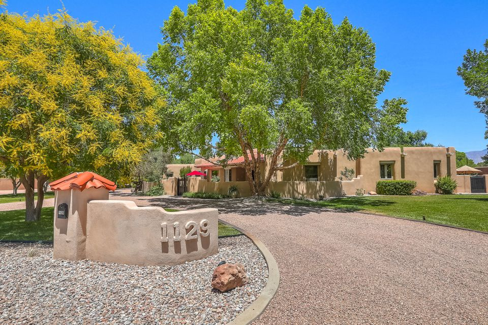 Gorgeous home! Custom Jim Beverly designed home on 1 acre down quiet lane in desirable North Valley neighborhood! Built in 1996.  Entry opens to gracious living space plus great room with John Calvin fireplace & smooth plaster banco seating. All one level w/ sunken formal LR. Beautiful windows look to backyard. Recently remodeled Kitchen (2013)boasts double ovens, Jennair stovetop, giant island, walk-in pantry and serving buffet. Breakfast nook plus formal dining room. Elegant touches throughout including beamed herringbone ceilings, built-ins, Ensuite master with TWO closets, jet tub, sitting area with fireplace. All ceilings in home >9' except 2 guest BRs. Spectacular outdoor living gazebo with grill & fireplace.  Large grassy backyard, irrig well. 5th bay of garage is 2 big closets.