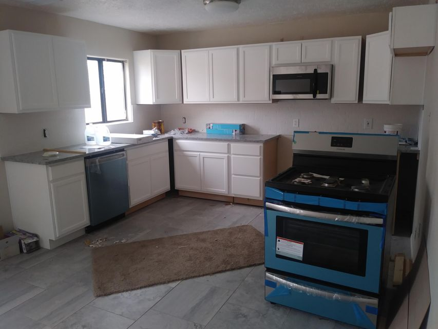 Just remodeled!! 3 bedrooms 2 baths with an office/study room!! Large lot with a storage/shop in the back. Backyard access!!New furnace, cooler, kitchen, carpet, stove, dishwasher, microwave....Beautiful tile in the bathrooms!!