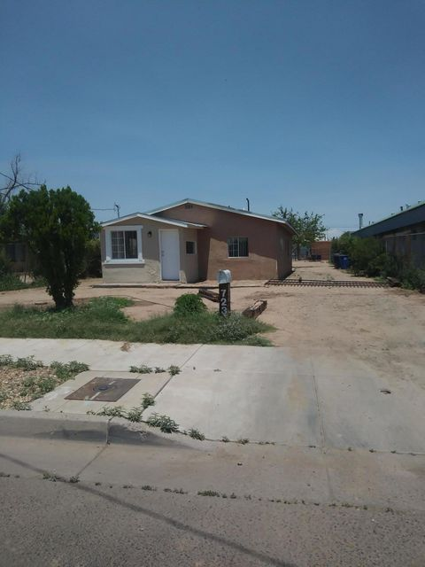Price reduced from 133,000 to 113,500. Seller very motivative.Close to down town , old town, freeway and schools. Residence adjacent to the east is valued over $300,000.00. Numerous new homes being built in neighborhood. New city sewer lines and electrical panel box.