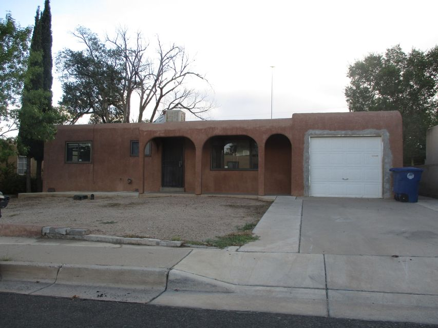 Come take a look at this fantastic opportunity! This home has great features and with some fixing up can be an great investment. Come see this 3 bed, 2 bath home located in well established neighborhood near schools and shopping.Needs some TLC.