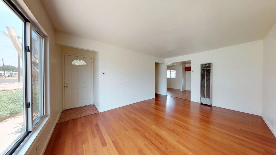 Great starter home or rental income property.3 bedrooms, 2 baths located in good neighborhood, conveniently located near Eubank and Menaul.
