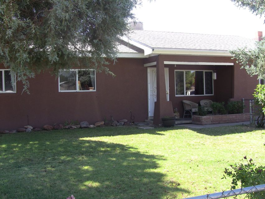 Adorable N Valley home with an awesome lot.  Backyard access and large lot allow this property to provide a variety of benefits!  This home has 4 bedrooms with the master featuring a fireplace and attached powder bath!  The home also boasts 2 living rooms, updated kitchen with open floorplan into back living area, and a covered patio!  A new garage door opener on the 2 car garage  rounds out this gorgeous property!  In the heart of the N Valley you won't want to miss it!