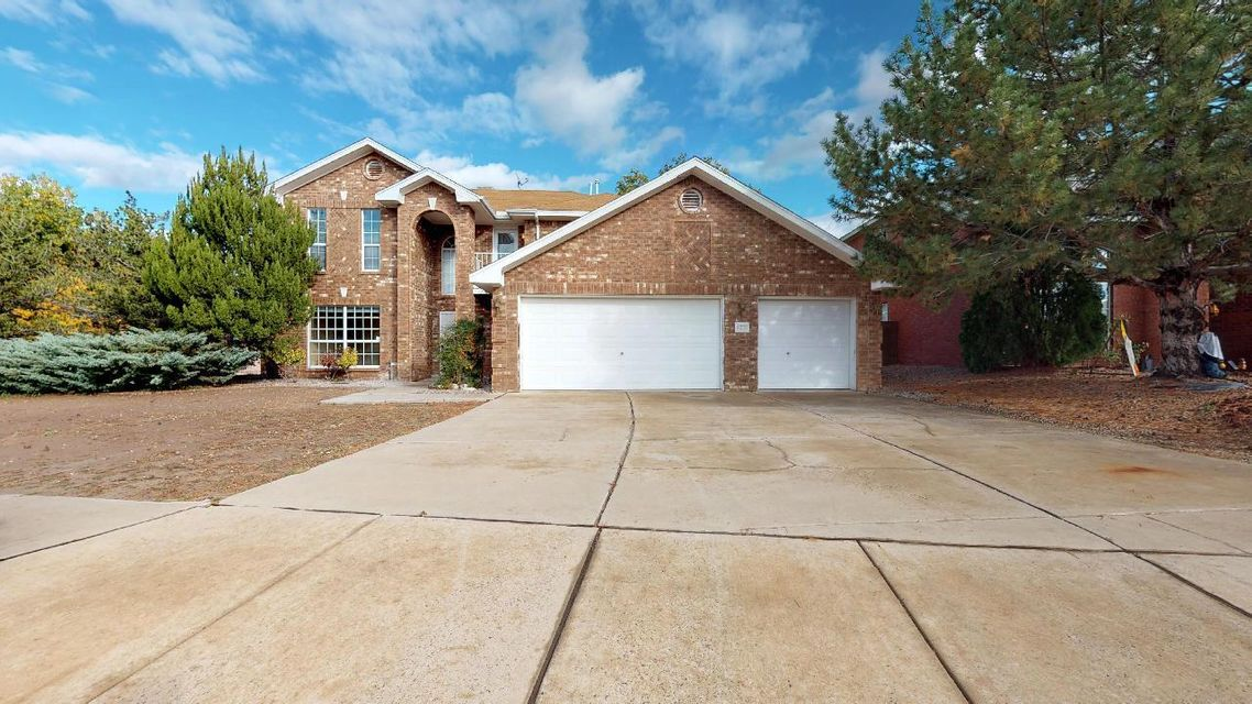 Come take a look!  Fantastic Price! Home needs some updates however priced accordingly! So many features Gorgeous 2 Story Brick. Nice Open Kitchen with Island and Pantry,Lots Of Cabinets, And A Large Eating Area W/ Bay Window. Formal Living Dining + Large Family Room, Spacious Loft, ! And 2 Balconies with views!! Huge Master W/ walk-in, secondary bedrooms of a nice size. Great potential here at an excellent price!  Come take a look!