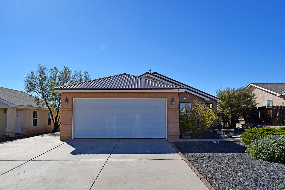 Beautiful home near the UNM Valencia Campus, fenced back yard, open kitchen, convenient to schools and shopping.