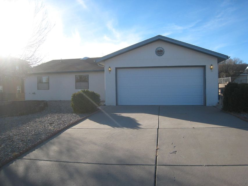 Single level home in Rio Rancho. Living area features a wood burning fireplace and a wet bar. The kitchen has a skyline, breakfast nook and bay window. Master has a wallk in closet.