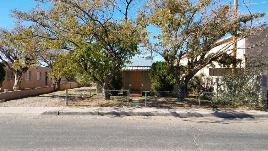 115 Charleston Street SE, Albuquerque, NM 87108