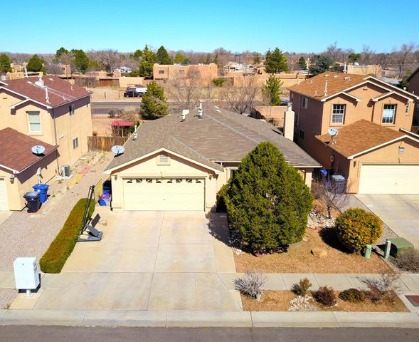 1019 Las Golondrinas Court NW, Albuquerque, NM 87107